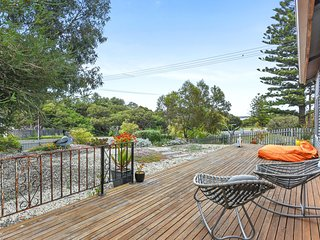Unwind * 'Pelican Cottage' - Pet Friendly - Goolwa North - Currency Creek vacation rentals