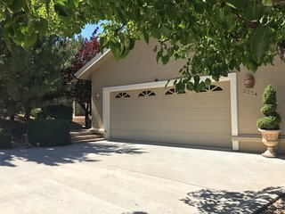 Gorgeous Prescott Home With Large Deck, Great Views Close to Shopping & Downtown - Prescott vacation rentals