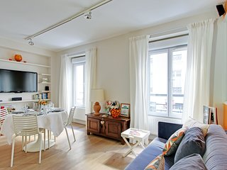 Paris Charming 1 Bedroom  Eiffel Tower Champs Elys - Paris vacation rentals