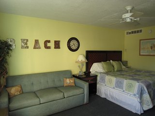 Beach Bliss Studio Daytona Beach-Sleep4-Pet Friendly-Free Parking-Free WIFI - Daytona Beach vacation rentals