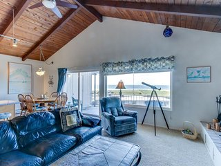 Dog-friendly condo w/ ocean views & shared pool - steps from beach! - Gearhart vacation rentals