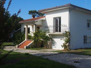 Maison spacieuse 10 à 12 personnes - Vieux-Boucau-les-Bains vacation rentals