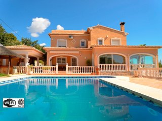 Villa Malie - Luxury villa with pool and sea views - Calpe vacation rentals