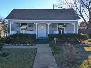 Blue Elm House near the Square in McKinney TX! - McKinney vacation rentals