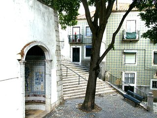 ESTEVAO II - Cozy for 2 in Alfama ! - Lisbon vacation rentals