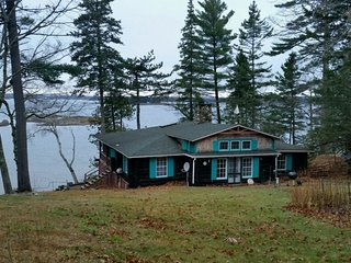 Cozy 2 bedroom Harborside House with Deck - Harborside vacation rentals