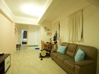 Modern Apt. sleeps 8ppl 2-bathrooms Next to MRT 7D - Hong Kong vacation rentals