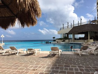 Ocean View Condo 4 people - Cancun vacation rentals