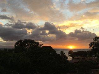 3 Minute Walk to Beach, Ocean/Mountain Views, Central Air-Conditioning - Kihei vacation rentals