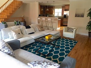 20 Minutes to TIMES SQUARE - STUNNING & LARGE 3BR HOME - Edgewater vacation rentals