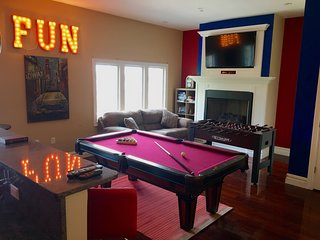 20 Minutes to TIMES SQUARE - HOME THEATER & GAME ROOM - Edgewater vacation rentals