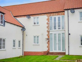 OWL VIEW, mews property, pleasant views, off road parking, WiFi, in Easton, Bridlington, Ref 940206 - Bridlington vacation rentals