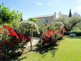 Beaucaire  Gard, landhouse 8p. private pool - Beaucaire vacation rentals