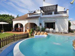 Superb villa with pool San Pedro.Stroll to beach and restaurants-sleeps 10 - San Pedro de Alcantara vacation rentals