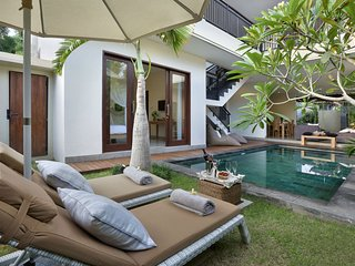 HUGE VILLA!!! 7 BEDROOM!! 2 x POOL/2x lounge/for large groups! Seminyak! Luxury! - Seminyak vacation rentals