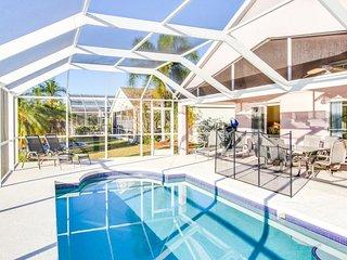 Lakefront family-friendly villa w/ well-appointed lanai, pool, resort amenities - Bradenton vacation rentals