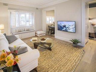 Lovely 2 bedroom Villa in Bondi Beach - Bondi Beach vacation rentals