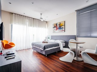 Modern studio room EZS-5 with pool - Singapore vacation rentals