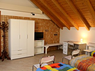 Cozy 1 bedroom Cerro Maggiore Private room with Elevator Access - Cerro Maggiore vacation rentals