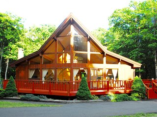 AMAZING home - HOT SAUNA & 2xFireplaces, near Lake WallenPaupac, - Tafton vacation rentals