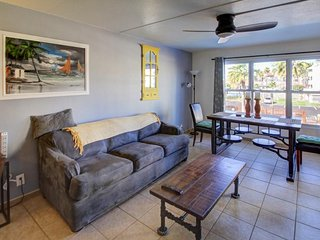 Seaside escape, with shared pool, hot tub, tennis, & prime location! - South Padre Island vacation rentals
