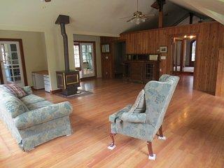 Furnished 2-Bedroom Cottage at Sand Hill Rd & Portola Rd Woodside - Woodside vacation rentals
