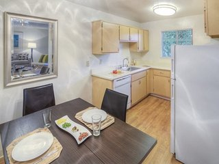 Furnished 2-Bedroom Apartment at Union Ave & Apricot Ave Campbell - Campbell vacation rentals