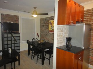 Furnished 2-Bedroom Apartment at Greenwich Ave & 4th St New Haven - New Haven vacation rentals
