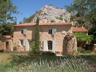 Beautiful lonely Landhouse 7P. Apt Luberon, indoor pool - Apt vacation rentals
