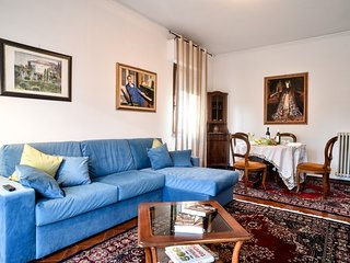 Casa Paola, few steps from the Wall: A/C, Wi-Fi,free bikes & parking - Lucca vacation rentals