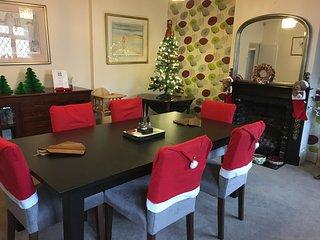 Luxury 3 Bedroom Cottage SW London Sleeps 6+2 cots - Hampton vacation rentals