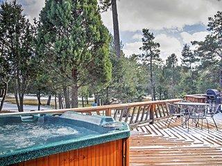 'Deer Country Cabin' - 3BR Alto Cabin w/Hot Tub & WiFi - Near Ski Area & Ruidoso - Alto vacation rentals