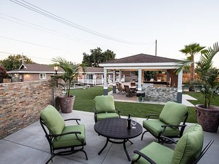 Outdoor Oasis w/ Pool, Sauna, Jacuzzi, Sport Court - Glendora vacation rentals