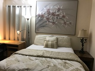 *Private Room Near NYC/Newark Airport (EWR) /Jersey Gardens Outlet Mall* - Hillside vacation rentals