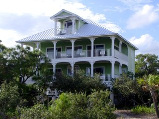 Charming 4 bedroom Vacation Rental in Eastpoint - Eastpoint vacation rentals