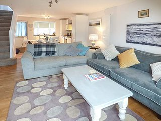 SEA HOLLY, close to coast, pet-friendly, enclosed patio, Ilfracombe, Ref 939391 - Ilfracombe vacation rentals