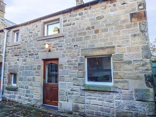 OLD FARM HOUSE, stone-built annexe, en-suite, Smart TV, off road parking, Rowsley, Bakewell, Ref 945481 - Bakewell vacation rentals