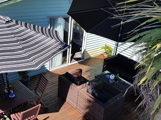 Sunny House with Deck and Internet Access - Kelston vacation rentals