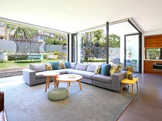 Relax in this stylish 4 bed family home with pool - Cammeray vacation rentals