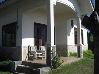 Cozy House in Batu with Satellite Or Cable TV, sleeps 6 - Batu vacation rentals