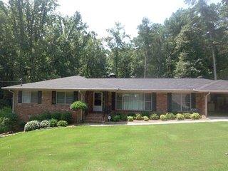 5 Bdrm 3 Bath House Sleeps 11-14 Decatur GA - Decatur vacation rentals