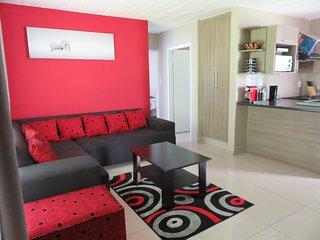 2 bedroom Apartment with Shared Outdoor Pool in Boksburg - Boksburg vacation rentals