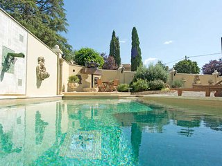 South of France villa Thezan Les Beziers with private pool, aircon, sleeps 8-10 - Thezan-Les-Beziers vacation rentals