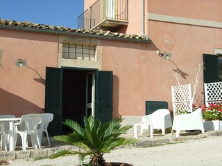 studio-flat to 'inside of an ancient Sicilian farmhouse.Parking.Animals welcome. - Pozzallo vacation rentals