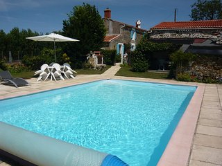 Le Tournesol Gite - La Chapelle-Themer vacation rentals