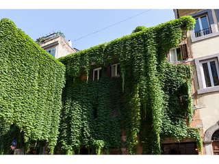 IVY  -Romantic apartment in old Monti District - Rome vacation rentals