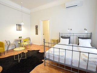 Hi5 Apartment 03 - Budapest vacation rentals
