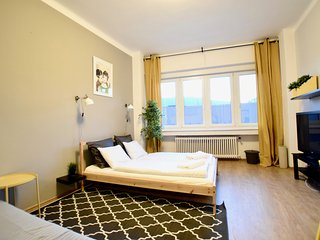 Cozy House with Internet Access and Washing Machine - Budapest vacation rentals