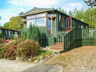 FOXES DEN, all ground floor, private decking, pet-friendly, WiFi, Crossgates, Llandrindod Wells, Ref 947362 - Llandrindod Wells vacation rentals