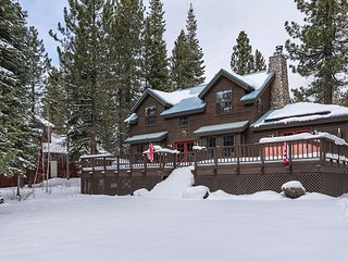 5BR, 3.5BA Mountain Home in Truckee w Hot Tub - Near Skiing & Donner Lake - Truckee vacation rentals